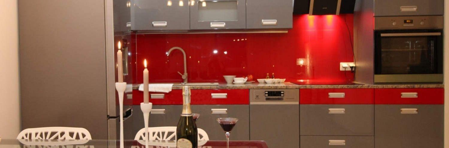 Bien choisir une cr dence de cuisine en verre - Credence cuisine rouge ...